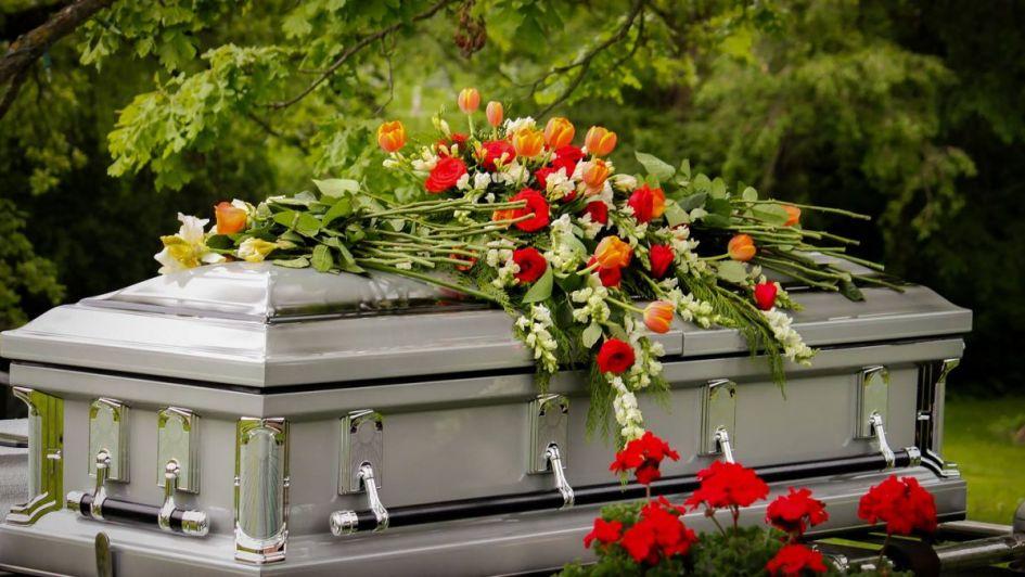 La funeraria cometió un error y metió el cuerpo de otra persona en el ataúd de su madre
