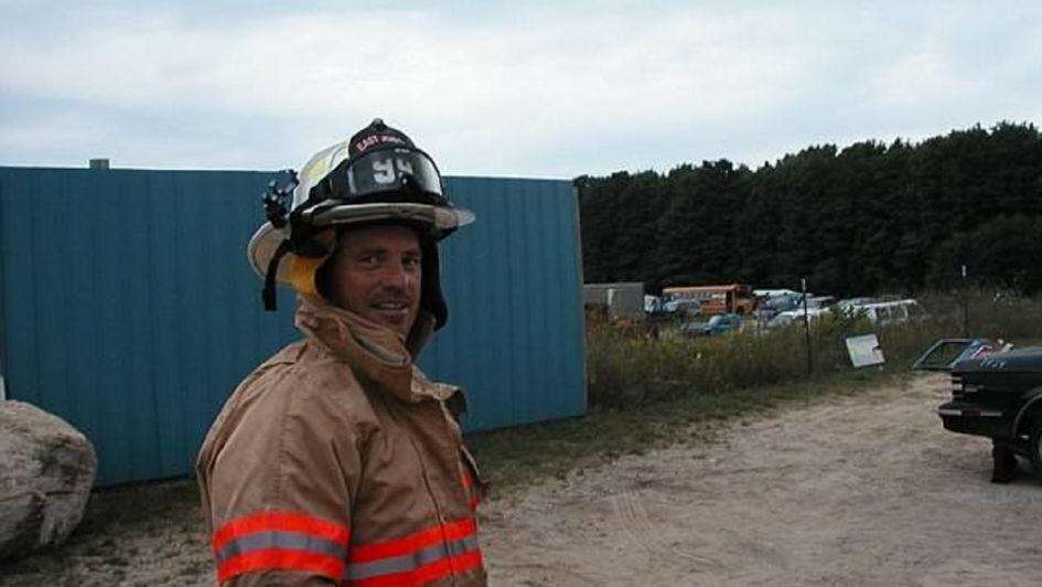 Misterio por la aparición de un ángel que un bombero dice haber captado con su cámara