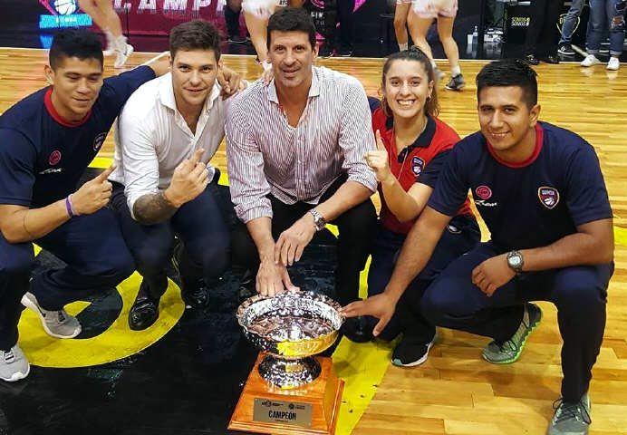 Mauricio Pedemonte logró el campeonato de la Liga Nacional Femenina de Básquet