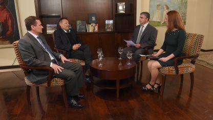 Alberto Hensel y Carlos Ferrer con Raúl Pedone y Alejandra Vargas, de Los Andes.