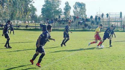 En la Ciudad Deportiva, la Leprita derrotó al Canario por 2 a 0 y volvió a ganar después de cinco partidos.