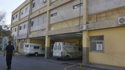 El herido fue trasladado al hospital Lagomaggiore donde lo operaron de urgencia para retirarle la bala que le ingresó por el pecho.