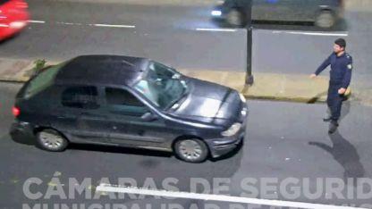 La Policía halló el capot del vehículo abollado en el patio de la casa del conductor.