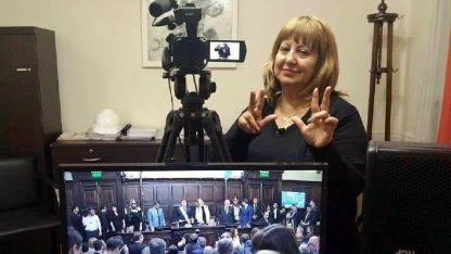 Nancy Cortez, intérprete de la Legislatura provincial.