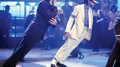 Mientras que la mayoría de los bailarines consiguen una inclinación de unos 30 grados, Jackson conseguía llegar hasta los 45.