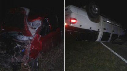 Ambos vehículos terminaron volcados.