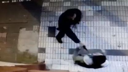 El momento en el que el hombre disparó contra su mujer.