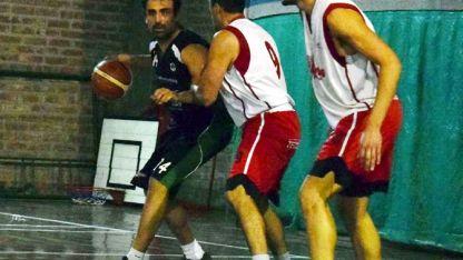 El pivot, Sebastián Poquet, volvió a demostrar su jerarquía y fue clave en el triunfo de Banco Mendoza 'B'.