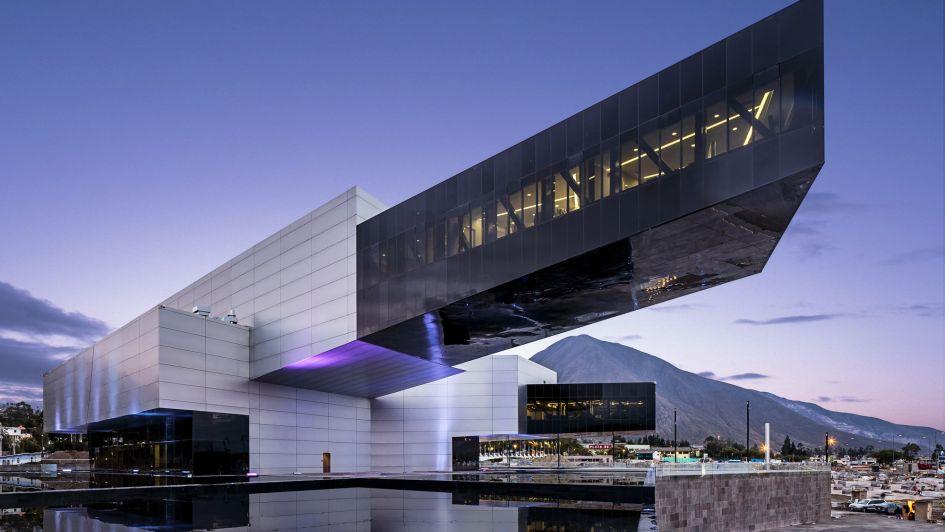 10 países - 10 diseñadores: desde Ecuador, Diego Guayasamín