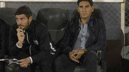 La dupla técnica de Darío Alaniz y Martín Abaurre confirmó los once titulares .