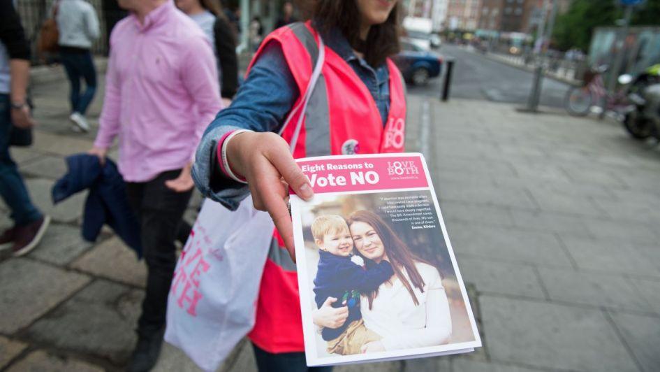 Irlanda vota a favor de reformar la legislación del aborto, según sondeos