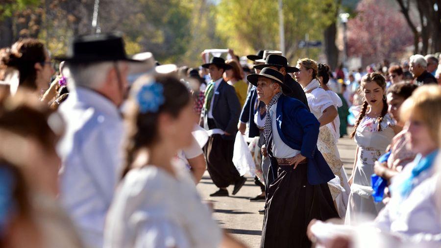 Actos, inauguraciones y un pericón gigante para cerrar los festejos en la Villa 25 de Mayo