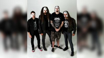 Pese a que son reconocidos músicos del rock nacional, los integrantes de Asspera eligen la máscara.