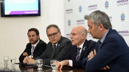 D'Agostino, Venier, Garay y Jofré, los funcionarios que lo presentaron.