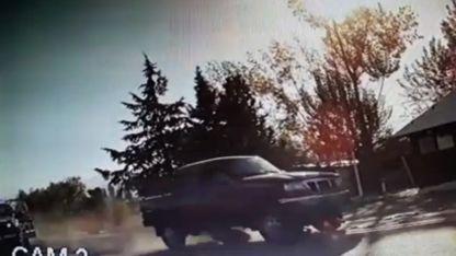 La camioneta de Petean atraviesa un control policial