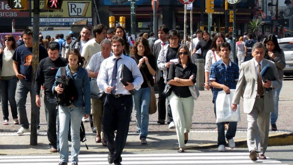 Para achicar el déficit, el Gobierno recortaría 30.000 empleos públicos hasta 2019