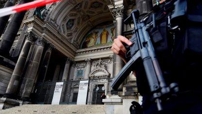 Las autoridades alemanas sólo informaron que hubo disparos dentro de la catedral y que toda la zona fue acordonada.