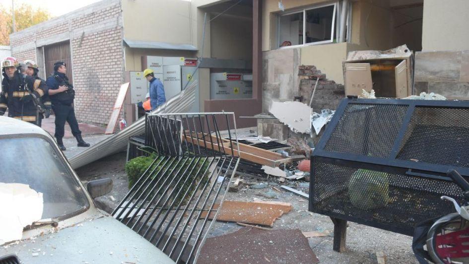 Confirman que una fuga de gas ocasionó la explosión: hay heridos y peligro de derrumbe