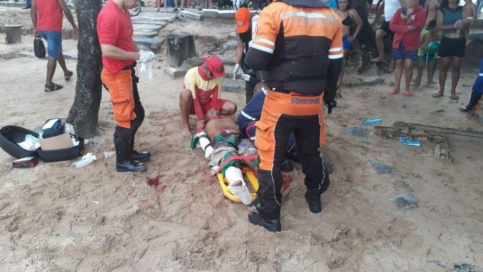 Un tiburón atacó y mató a un turista de 18 años en Brasil
