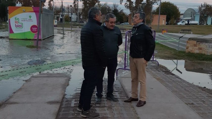Desbordó una colectora que drena el 70% de los líquidos cloacales de Godoy Cruz