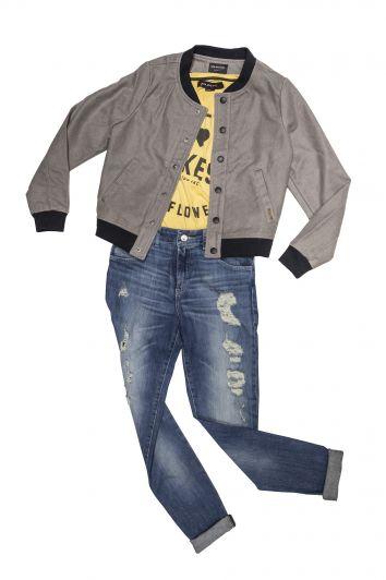 """Outfit del mes: """"El jean, un imprescindible que sigue pisando fuerte"""""""