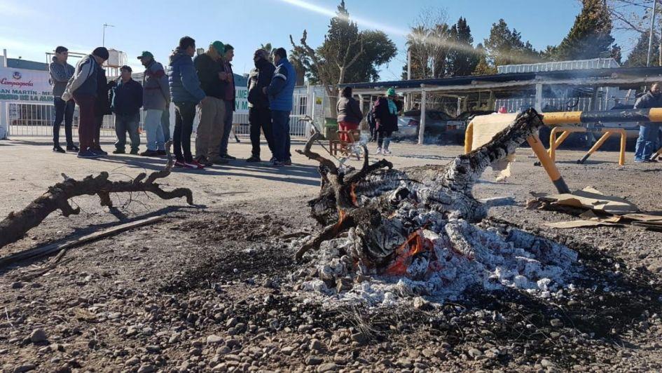 Reclamo en La Campagnola: el sindicato corta el ingreso a la planta en San Martín