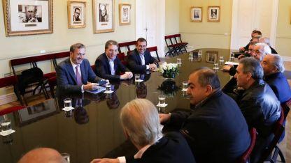 Funcionarios del Gobierno nacional se reunieron hoy con los sindicatos.
