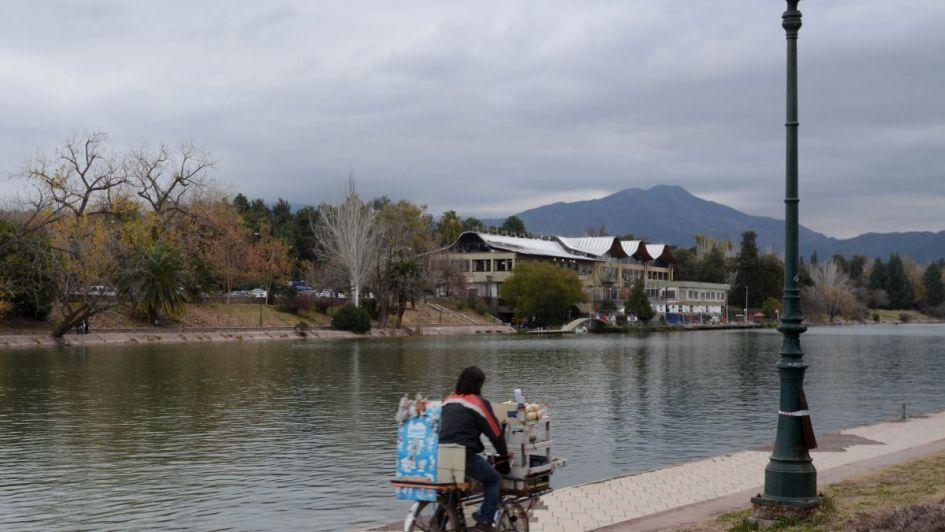 El viernes llega con altibajos a Mendoza: subirá la temperatura pero habrá heladas