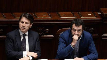 El premier italiano, Giuseppe Conte (izq.), y su ministro del Interior, Matteo Salvini.