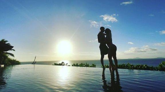 Wanda Nara enfrenta el calor africano con una micro-bikini