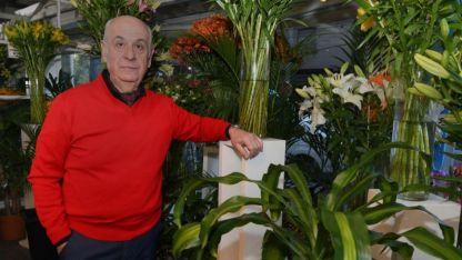 Lleva adelante la florería familiar y estima necesario controlar la venta ambulante de estos productos.