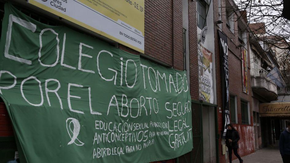 Hay más de 10 escuelas tomadas en Buenos Aires en apoyo a la ley del aborto