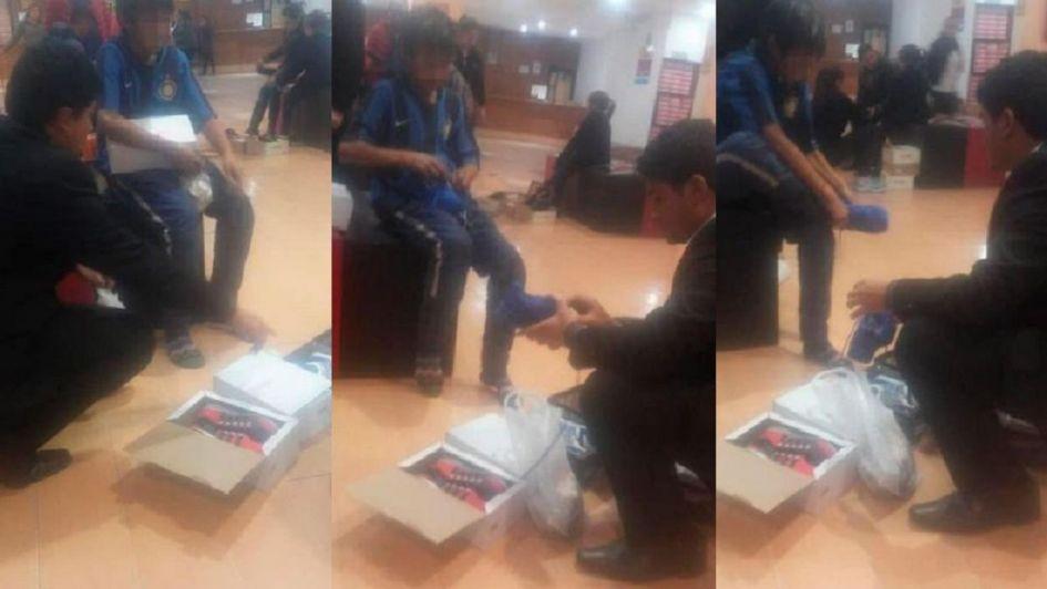 Un nene estaba pidiendo monedas y le sucedió algo increíble — VIRAL
