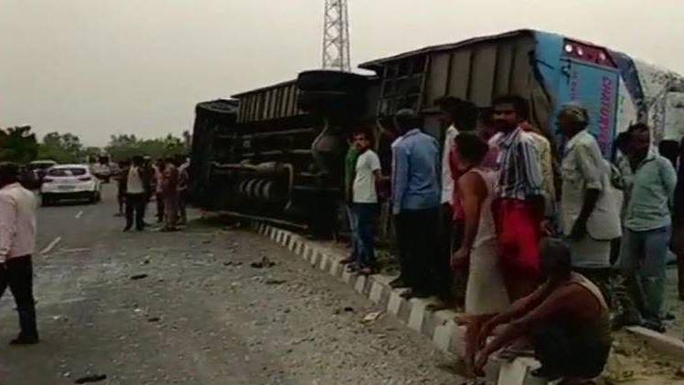 Al menos 16 muertos en un accidente de un colectivo turístico en India