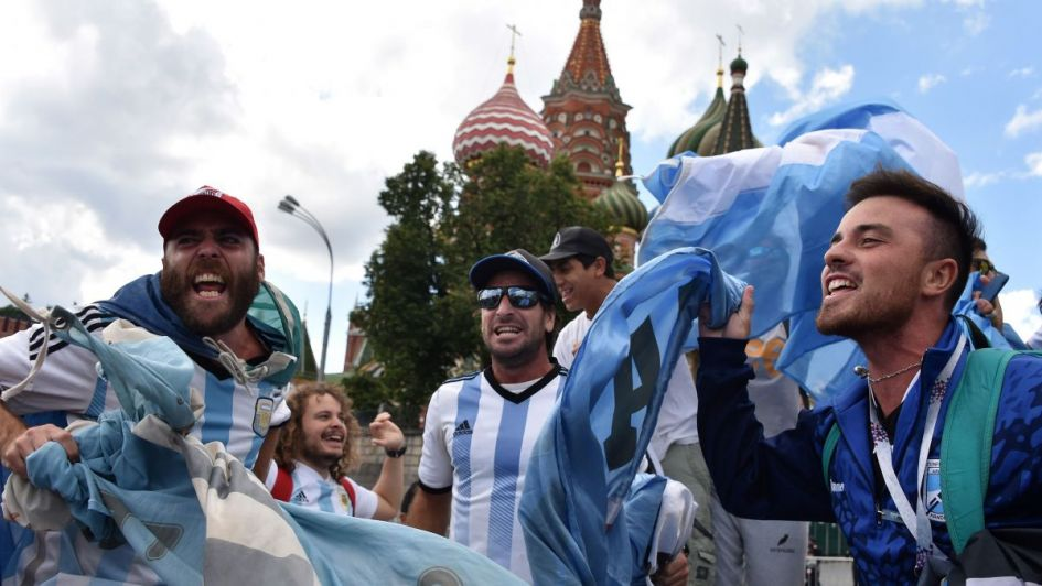A un día del arranque del Mundial, los hinchas argentinos se hacen sentir en Moscú