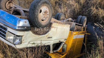 El rodado, que era conducido por un hombre de 57 años y trasladaba a más de 30 trabajadores rurales.