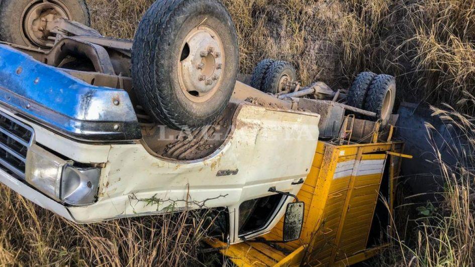Tremendo: volcó un camión que llevaba 30 trabajadores rurales en Salta