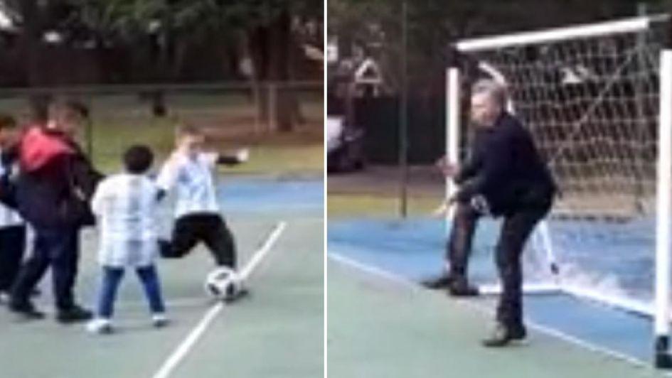 Video: Macri intentó atajar en un partido de fútbol y recibió un pelotazo en la ingle