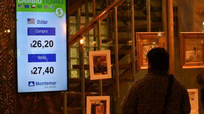 En el centro de Mendoza se anuncia el precio al cierre.
