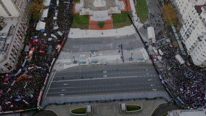 Las marchas antagónicas rodearon el Congreso en Buenos Aires.