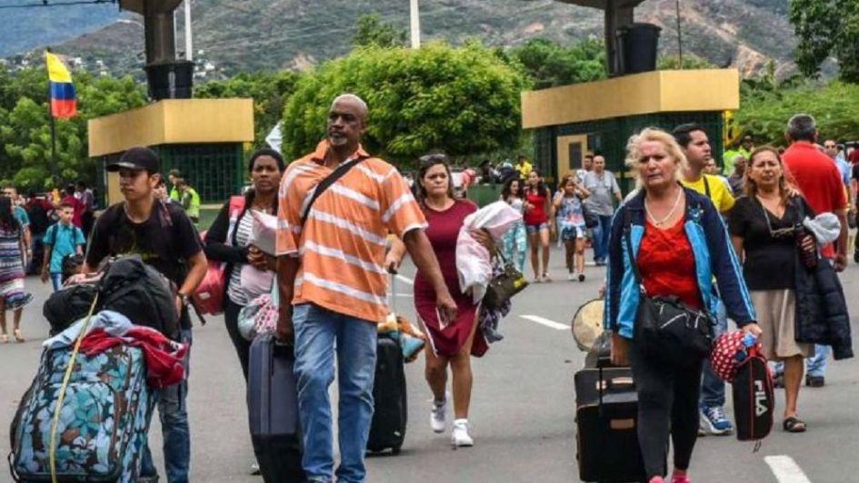 Desesperados, los venezolanos siguen escapando a Colombia