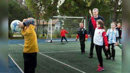 Macri recibió a niños que acompañarán a la selección nacional en el mundial de Rusia.
