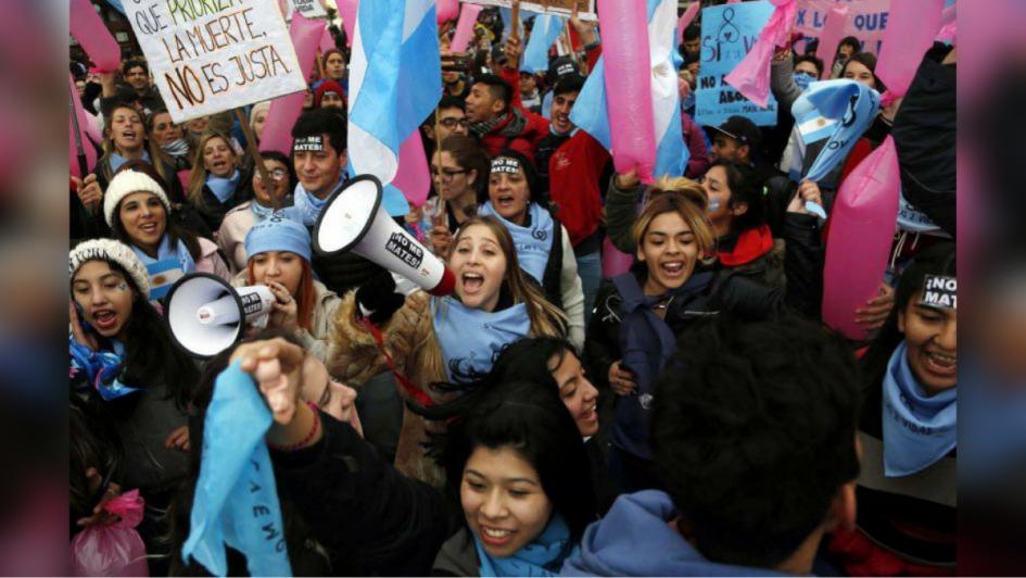 Aborto: una guerra de colores frente al Congreso de la Nación