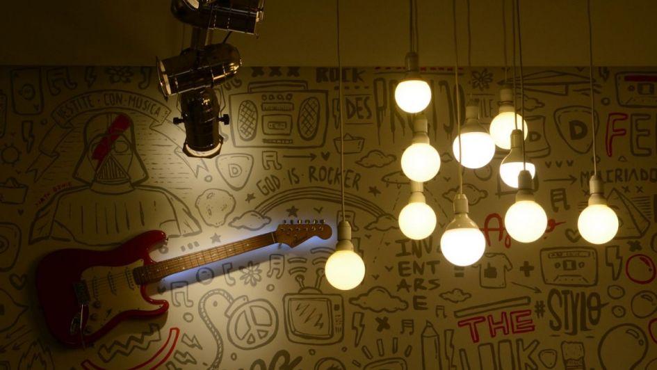 Estudian aplicar tarifas de luz más caras para los consumos en horarios pico