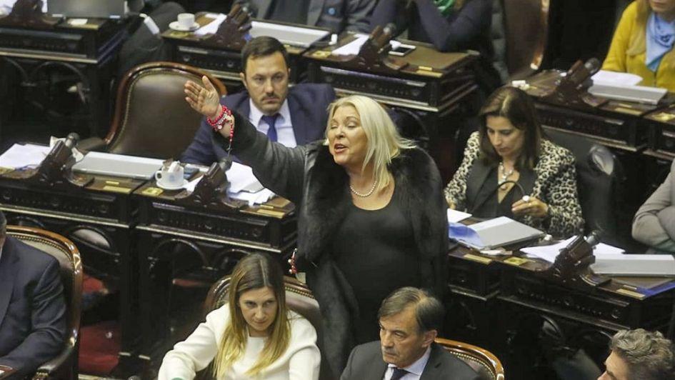 Carrió pasó del rezo a  la furia y amenazó con romper con Macri
