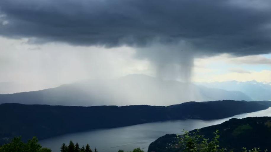 """Filmaron un """"tsunami del cielo"""" en Austria"""