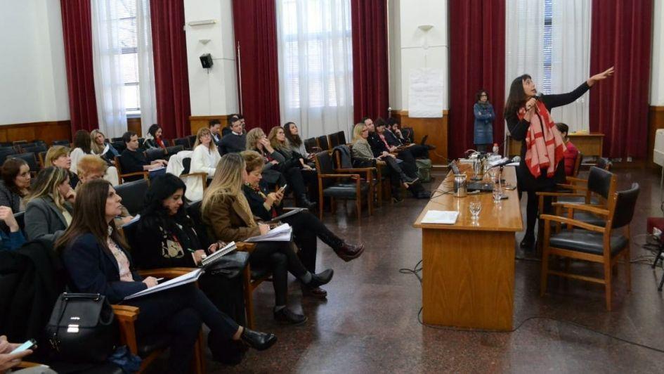 Realizan en Mendoza un taller que busca estandarizar datos de femicidio en el país