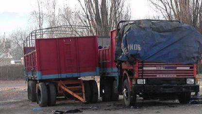 La cabina del camión se calcinó y el chofer murió.