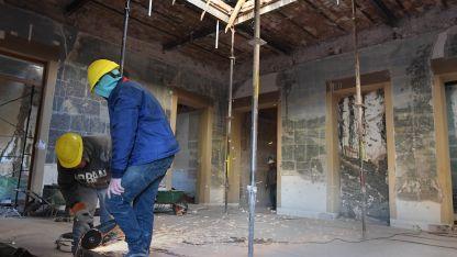 El refuerzo de la estructura debe hacerse por sectores, para evitar que el edificio pierda sustento.