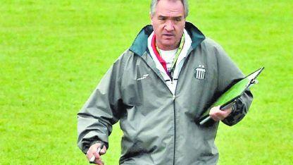 José María Bianco tiene varios ascensos en su trayectoria como director técnico. Llega al Parque precedido de importantes pergaminos.